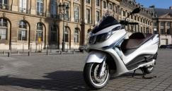 A Piaggio bemutatta az új multimédia platformját az X10-esen
